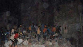 Se derrumbó un hotel en India y murieron al menos cinco personas