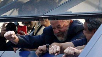 Lula no se entregó y negocia su arresto para hoy o el lunes: