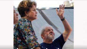 Durante la misa en memoria de su esposa, Lula habla ante una multitud