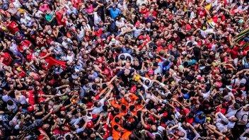 Tras el discurso, Lula fue llevado en andas por una multitud