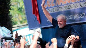 Lula pretendió entregarse pero sus seguidores se lo impidieron