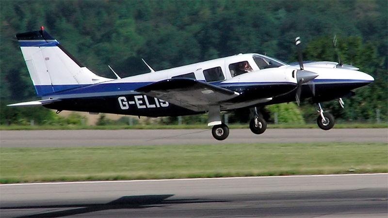 El Piper PA-34 Seneca es un avión ligero bimotor