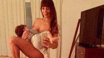 Publicó una foto amamantando semidesnuda a su hijo y recibió una ola de críticas
