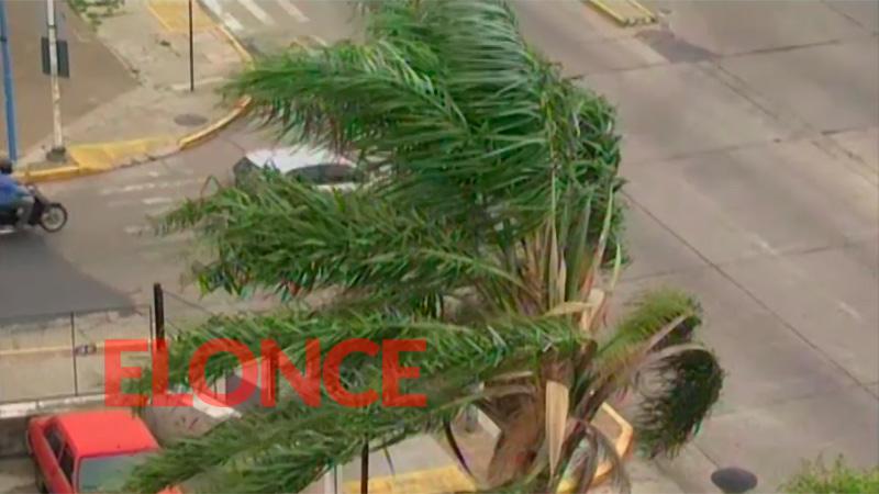 Alertan que los fuertes vientos persistirán esta madrugada en seis provincias