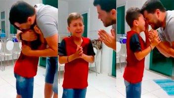Video: El emocionante momento en el que un chico de 8 años vuelve a oír
