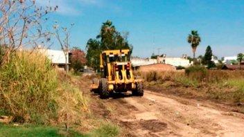 Continúa la reparación de calles de broza en zona sudeste de la ciudad