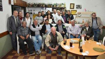 Cerró sus puertas un histórico bar de Paraná: Emotiva última noche de despedida