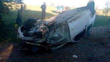 Joven conductor destrozó su auto al volcarlo sobre Ruta 12