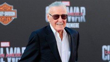 Acusan a la hija de Stan Lee de abusar física y psicológicamente de su padre