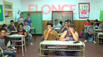 Por falta de sillas, se dificulta el dictado de clases en la escuela Bonpland