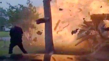 Video: Una camioneta se incrustó en una casa y provocó terrible explosión