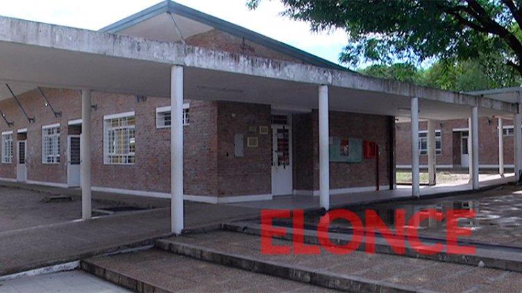 Alumno fue amenazado con un arma en una escuela y suspendieron las clases