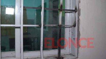 Robaron elementos de un salón vecinal tras barretear puertas y ventanas