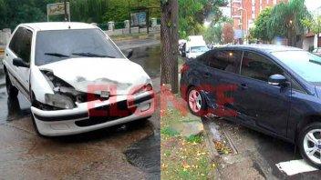 Chocaron dos autos bajo la copiosa lluvia: Hubo importantes daños materiales