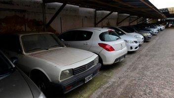 Dejó el auto en estacionamiento y nunca lo buscó: murió dejando abultada deuda