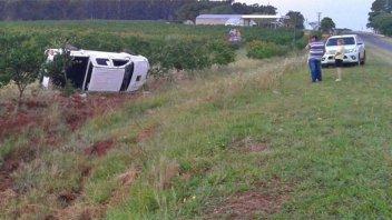 Automovilista despistó y volcó su camioneta: Fue hospitalizado