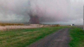 Fuerte tormenta generó destrozos en Buenos Aires: Captan imágenes de un tornado