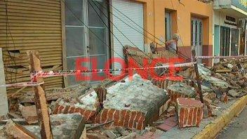 Cayó mampostería de una casa y hubo voladuras de techos por la tormenta