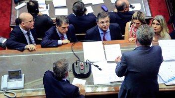 En vivo: El oficialismo impidió tratar la limitación de la suba de tarifas