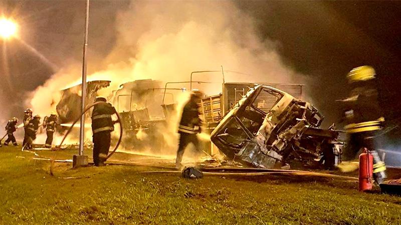 Choque entre tres camiones, incendio y un muerto — Villa María