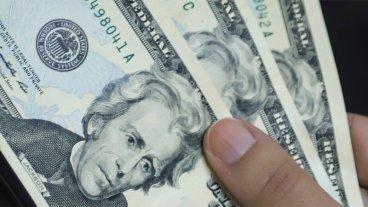 El dólar anotó nueva baja, cayó siete centavos y cerró a $ 24,86
