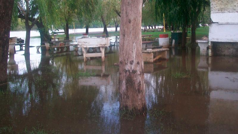 El río inundó zonas costeras en Concepción del Uruguay