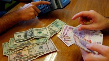 La compra de dólares en bancos registró un fuerte incremento en mayo