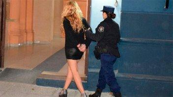 Acusada de robar en zapatería volvió a violar el arresto domiciliario