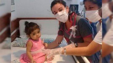 Se complicó la salud de la beba que recibió un trasplante de su tío adoptivo