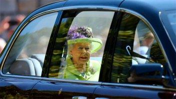 Boda real: la reina Isabel II eligió lucir un verde alegre