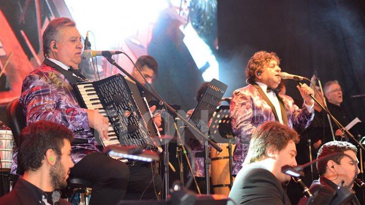 Los Palmeras y la Filarmónica hacen bailar a Paraná: Se puede ver por Elonce TV