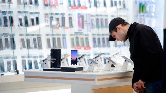 Consumo: Se duplicaron las ventas de celulares de baja gama