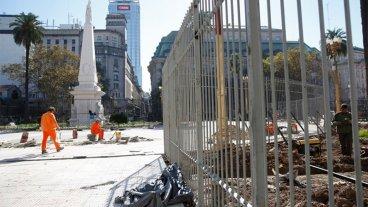 Cuestionan la colocación de rejas en Plaza de Mayo para proteger la Casa Rosada
