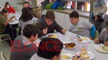 Unos 100 alumnos almuerzan en el comedor escolar de la Técnica Nº21 de Paraná