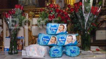 Como todos los 22, el Voluntariado Santa Rita recolectó pañales en la Catedral