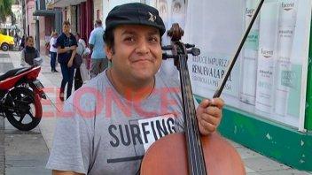 Recuperan el violoncello del músico callejero y habrá nuevos procedimientos