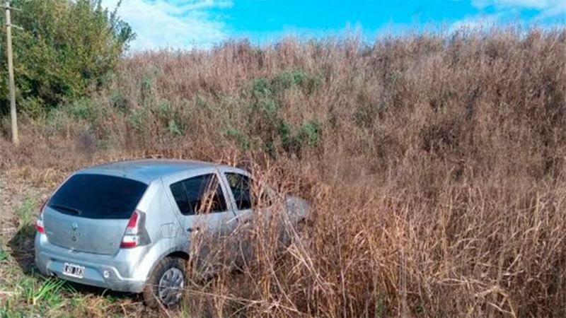 Los delincuentes abandonaron el auto