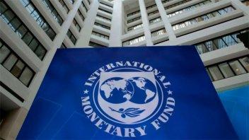 La misión del FMI dio visto bueno a la revisión y advirtió por la inflación