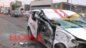 Una camioneta chocó el taxi que se incrustó horas antes debajo de un camión