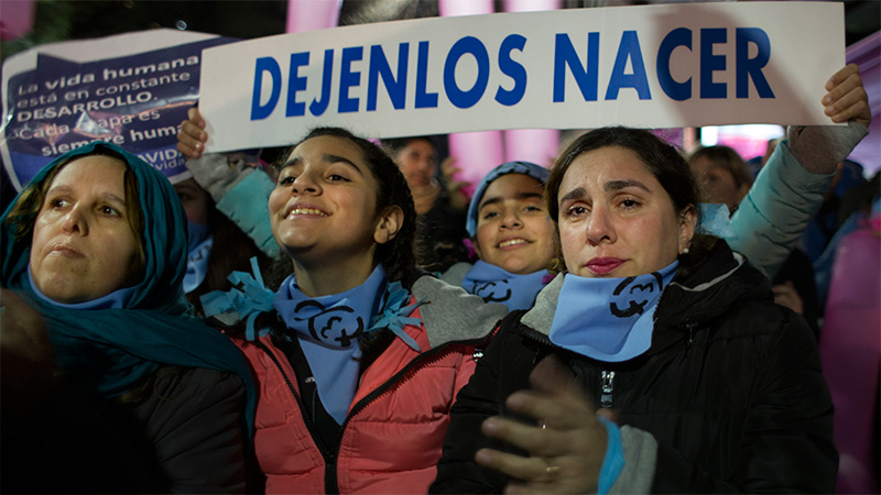 Resultado de imagen para La legalización del aborto es rechazada por el Senado de Argentina