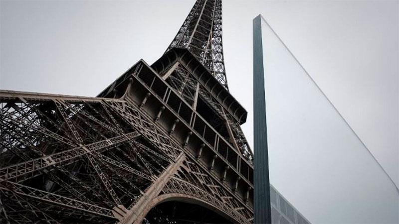La Torre Eiffel desvela su nuevo muro de cristal contra ataques