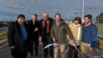 Bordet inauguró obras viales y entregó una ambulancia en María Grande