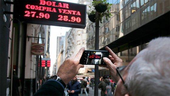 El Banco Central intenta frenar la escalada del dólar con nuevas medidas