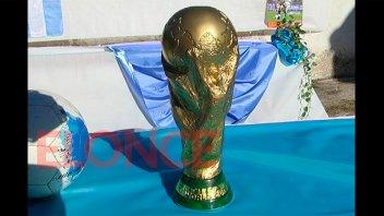 Exhiben una réplica de la Copa del Mundo en Paraná