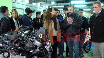 La Escuela Técnica Nº1 recibió un motor para sus prácticas en los talleres