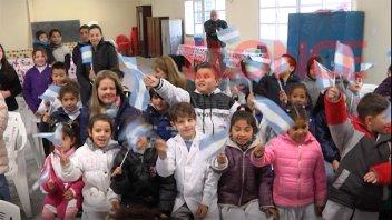 De celeste y blanco: Escuelas festejaron el Día de la Bandera