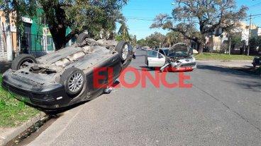 Fotos de grave choque en Avenida de las Américas: Un auto volcó tras el impacto