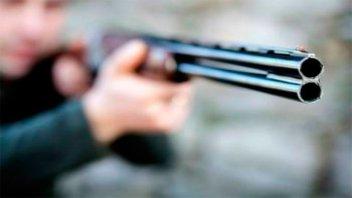 Atacó a escopetazos a su mujer que huyó campo adentro para esquivar los disparos