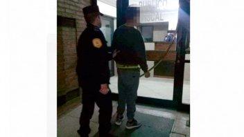 Detuvieron a un menor acusado de apuñalar a dos hombres en la Villa 351
