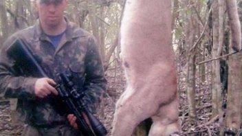 Cazó a un puma en una reserva natural, subió la foto a Facebook y lo condenaron
